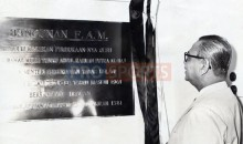 prime_minister_tunku_abdul_rahman_as_president_of_fa_malaysia_unveiling_the_commemorative_plaque_in_the_fam_house_in_kuala_lumpur_on_december_7_1961_20091208_1397799361